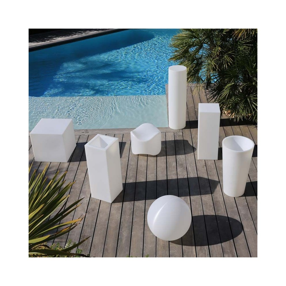 This light-up garden furniture from My Croisette is made in France. - My Croisette Light-up Furniture